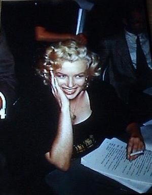 1952 ARCHIVE OF ORIGINAL COLOR STEREOVIEW POSITIVES OF THE REMARKABLE AND STUNNINGLY BEAUTIFUL MARILYN MONROE DURING A BROADCAST OF EDGAR BERGEN AND CHARLIE MCCARTHYS RADIO SHOW
